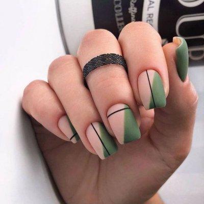 Матовый зеленый маникюр
