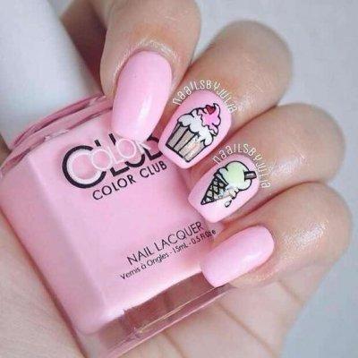 Маникюр розовый с рожком