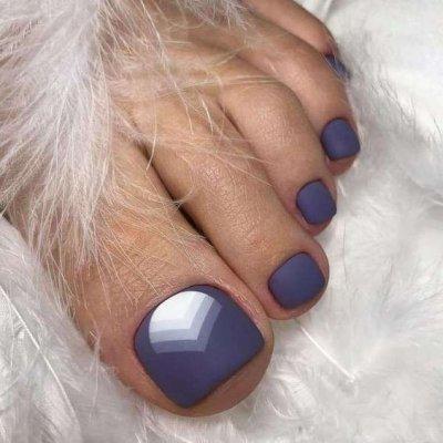 Педикюр матовый фиолетовый