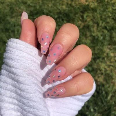 Маникюр розовый с здвездами