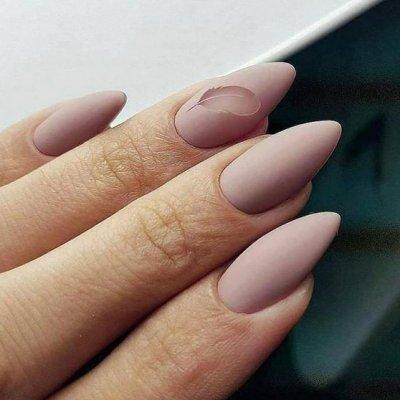 Маникюр матовый розовый с пером