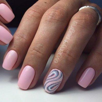 Маникюр розовый с песком