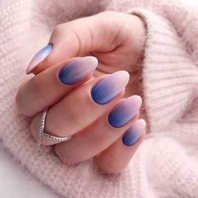 Маникюр омбре синий