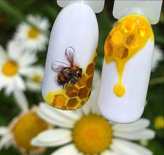 Маникюр с пчелкой