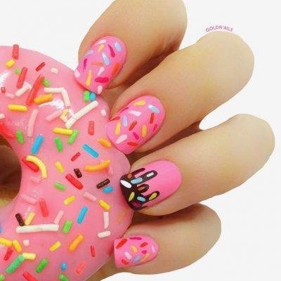 Маникюр пончик розовый