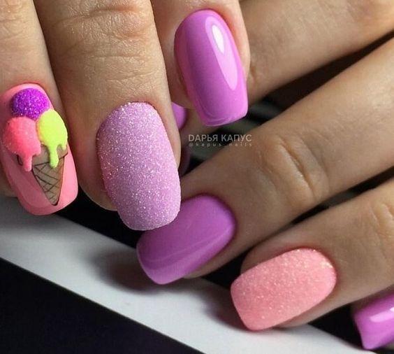 Сахарный розовый яркий маникюр