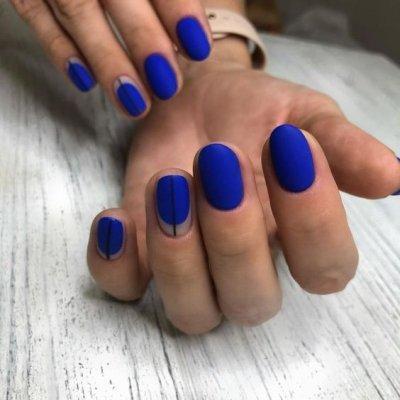 Ультрамариновый маникюр на короткие ногти