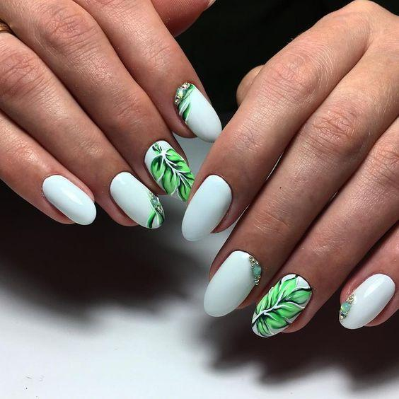 Маникюр белый флора
