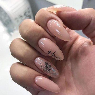 Маникюр розовый с рисунком