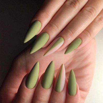 Зеленый маникюр на длинные острые ногти