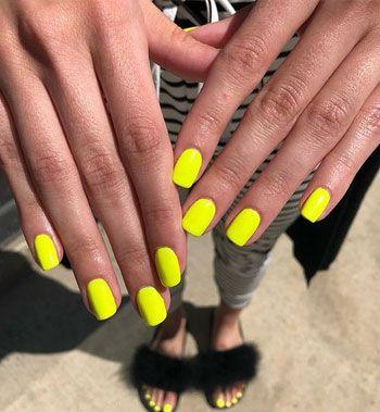 Желтый яркий маникюр