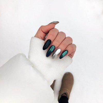 Черный зеленый маникюр
