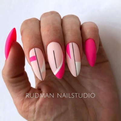 Маникюр розовый яркий