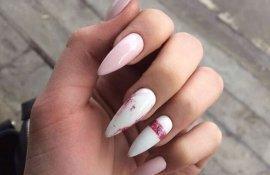 Маникюр мраморный розовый