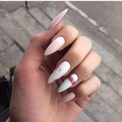 Розово белый маникюр