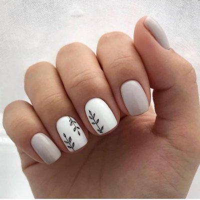 Маникюр серый и белый с веточками