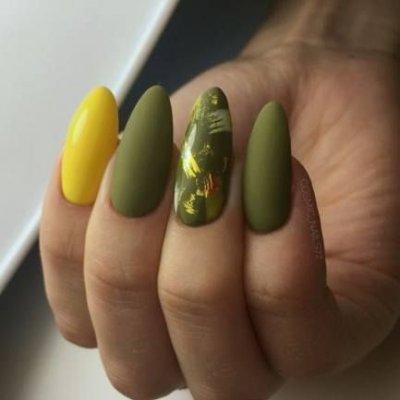 Зеленый матовый маникюр