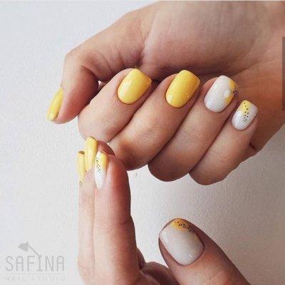 Желтый маникюр с белым