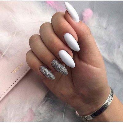 Белый маникюр с серебром