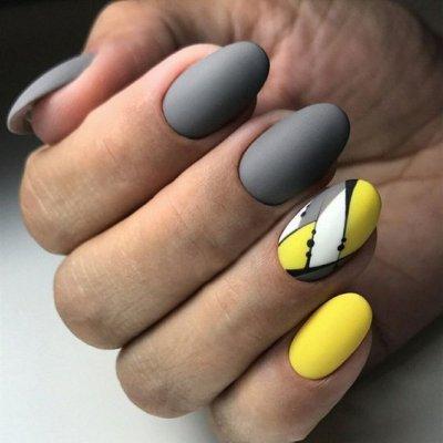Серый маникюр с желтым