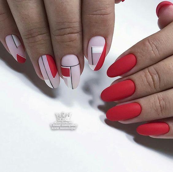 Красный с белым матовый маникюр