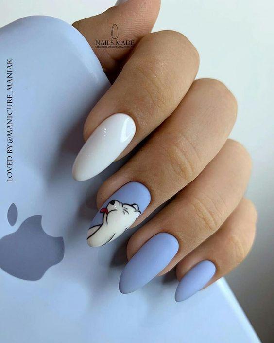 Голубой маникюр с мишкой