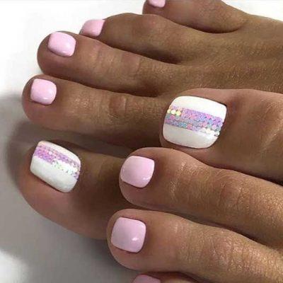 Розовый с белым педикюр