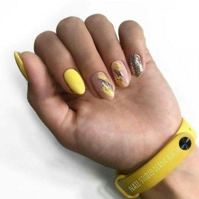 Желтый нюдовый маникюр