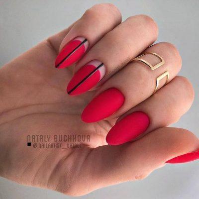 Красный матовый маникюр с черной полоской