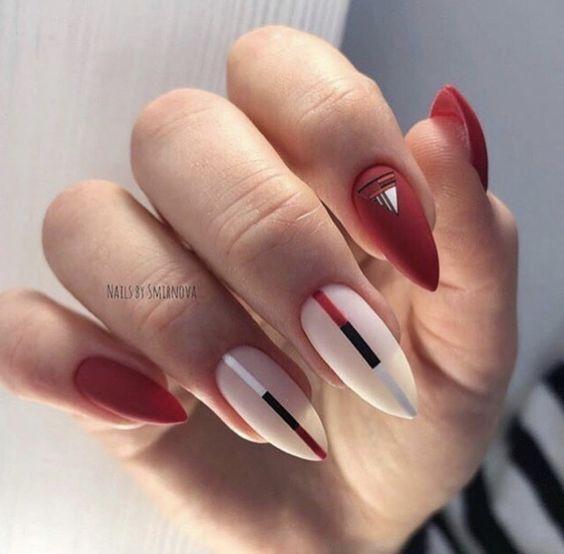 Красный матовый маникюр с белым
