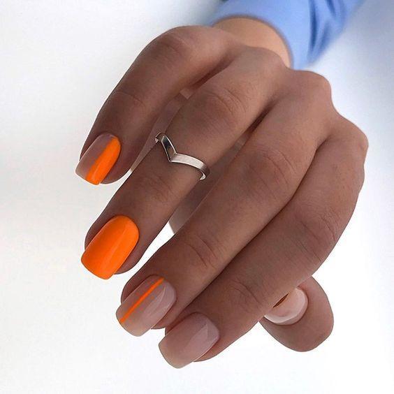 Оранжевый с нюдовым маникюр