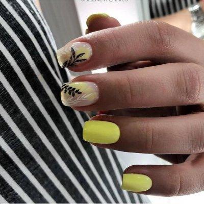 Желтый маникюр с ветками