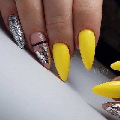 Желтый маникюр с серебром