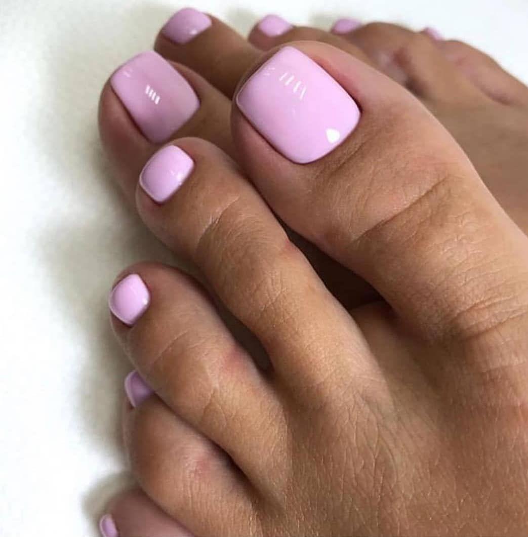 Розовой яркий педикюр