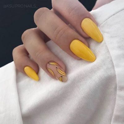 Желтый маникюр с бананами