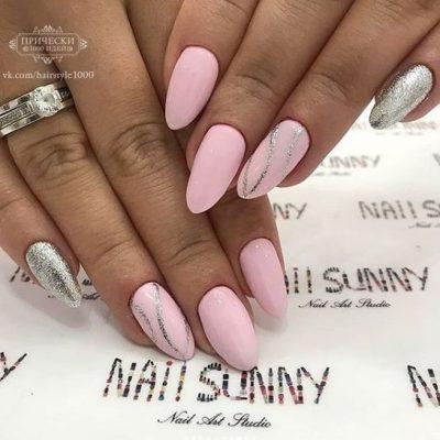 Розовый маникюр с серебром