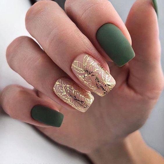 Зеленый маникюр с золотом
