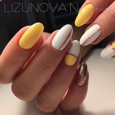 Желтый маникюр с белым и блестками