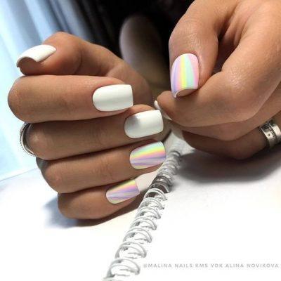Белый маникюр с радугой