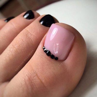 Черный с розовым педикюр