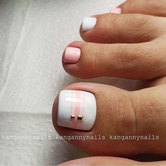 Белый с розовым педикюр