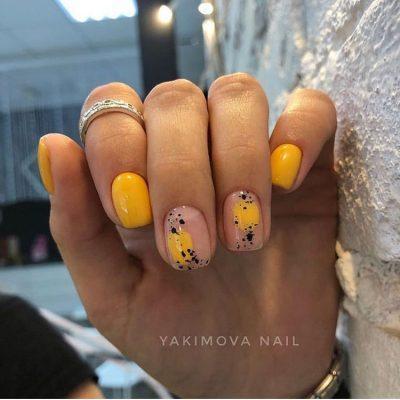 Желтый маникюр с дизайном