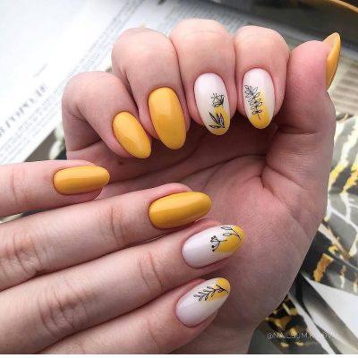 Желтый маникюр с растениями