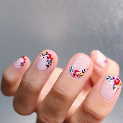 Маникюр с цветками