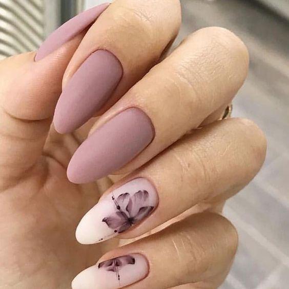 Маникюр розовый матовый с цветками