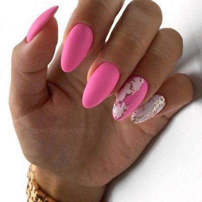 Ярко розовый маникюр с фольгой
