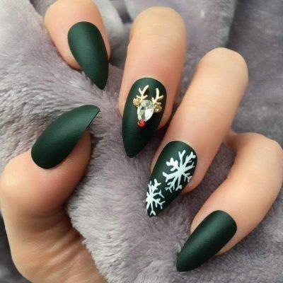 Зеленый зимний маникюр