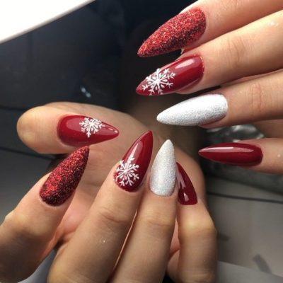 Красный с белым зимний маникюр