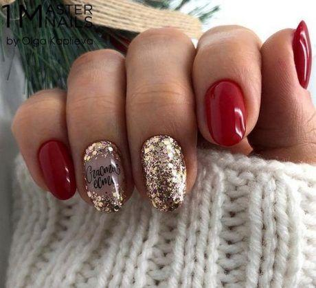 Красный с золотом зимний маникюр
