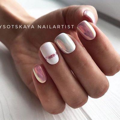 Бело розовый зеркальный маникюр